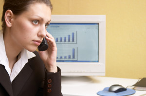 Bei einer Erkrankung im Urlaub sollten Sie Ihren Arbeitgeber unmittelbar telefonisch informieren.
