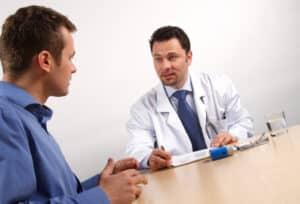 Tritt eine Krankheit ein, muss der Arbeitgeber zügig darüber informiert werden.