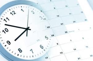 Für eine Dauer von maximal sechs Wochen kommt es zur Lohnfortzahlung im Krankheitsfall.