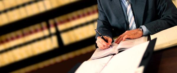 Bevor die Unterzeichnung vom Arbeitsvertrag stattfindet, sollte Einiges beachtet werden.