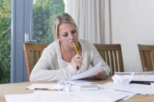 Bevor Sie einen Ausbildungsvertrag unterschreiben, lesen Sie ihn sorgfältig durch.