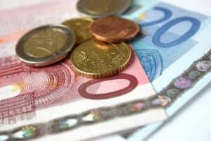 Der Mindestlohn in Deutschland beträgt 8,50 Euro brutto pro Stunde.
