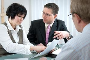 Ein Anwalt für Arbeitsrecht in Darmstadt kann bei Problemen im Job vermitteln.