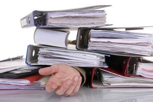 Ein Anwalt für Arbeitsrecht in Kassel kann Ihnen belastenden Papierkram abnehmen.