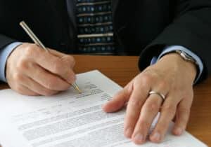 Die Vertragsstrafe ist manchmal auch als Konventionalstrafe im Arbeitsvertrag aufgeführt.
