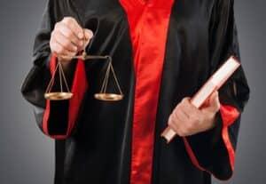Aus verschiedenen Gesetzen, einem Tarifvertrag, einer Betriebsvereinbarung und einem Arbeitsvertrag geht hervor, welche Rechte und Pflichten im Arbeitsverhältnis bestehen.