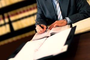 Ein guter Rechtsanwalt für Arbeitsrecht in Halle an der Saale erklärt komplizierte Sachverhalte so, dass Sie verstehen, worum es geht.