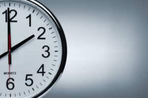 Was bedeutet Zeitlohn? Das Arbeitsentgelt wird anhand der Arbeitszeit bemessen. Zeitlohn, Akkordlohn und Prämienlohn unterscheiden sich.