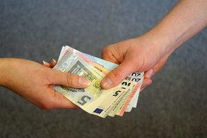 Die in einem Tarifvertrag festgehaltene Entgelttabelle besagt: IG-BCE-Mitglieder erhalten je nach Entgeltstufe unterschiedlich viel Geld.