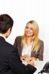 Bei einer Gewerkschaft können Sie sich bei Problemen mit Ihrem Arbeitgeber beraten lassen.