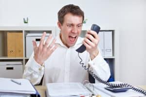 Über die telefonische Kündigung ärgert sich so mancher Arbeitnehmer im Nachhinein.