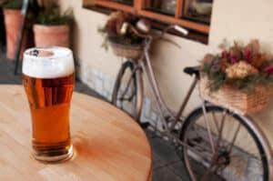 Aus einer Abmahnung wegen Alkohol kann schnell eine Kündigung werden. Ein Rechtsanwalt steht Ihnen zur Seite.