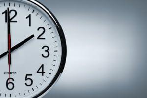 Mit einer Abmahnung, wenn Sie zu spät kommen müssen Sie rechnen, wenn Sie nicht das erste Mal auffällig werden.