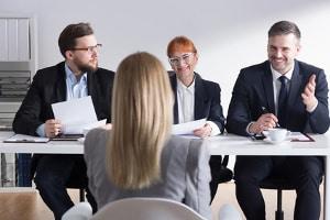 Arbeitsrecht: Ein Anwalt in Göttingen beurteilt die Erfolgsaussichten bei Klage wegen abgelehnter Bewerbung.