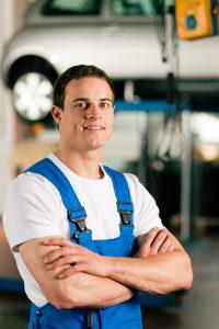 Im Gehaltsvergleich der Berufe schneiden Handwerker mit am schlechtesten ab.