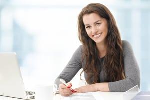 Flexibler Arbeitsort: Der Arbeitsvertrag kann Ihnen ebenfalls die Möglichkeit einräumen, im Home Office zu arbeiten.
