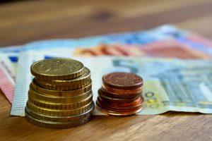 Eine Beschäftigung in Teilzeit kann die Rente halbieren.