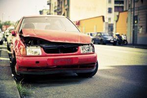 Als Arbeitswegeunfall mit dem Auto gelten Schadensereignisse, die sich auf dem unmittelbaren Arbeitsweg ereigneten.