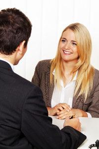 Die richtigen Argumente: Eine Gehaltsverhandlung profitiert von der richtigen Wortwahl.