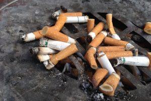 Stürzt ein Mitarbeiter während der Raucherpause, liegt kein Arbeitsunfall vor.