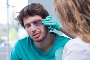 Ärzte oder andere Arbeitnehmer im Bereitschaftsdienst müssen bei Bedarf ihre Arbeit unverzüglich aufnehmen.