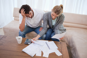 Ein Aufhebungsvertrag kann eine Sperrzeit in Bezug auf Arbeitslosengeld zur Folge haben.