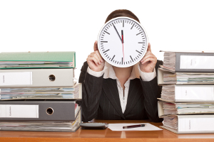 Regelungen im Arbeitsrecht zur Arbeitszeit: Minusstunden sorgen hier oft für Komplikationen.