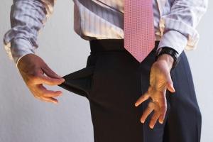 Arbeitsvertrag: Ungültige Klauseln können z. B. aus einer viel zu hohen Vertragsstrafe bestehen.