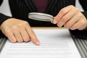 Arbeitsvertrag: Unzulässige Klauseln sind keine Seltenheit.