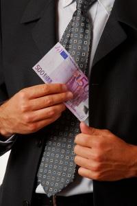 Minusstunden vom Gehalt abziehen: Das ist nicht immer rechtens.