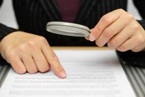 Ein Anwalt für Arbeitsrecht in Rostock kann unter anderem Ihren Arbeitsvertrag überprüfen.