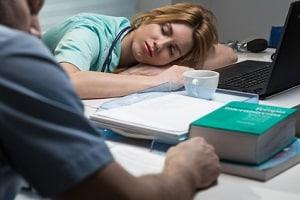 In der Betriebsvereinbarung kann die Arbeitszeit bei Schichtarbeit festgelegt sein.