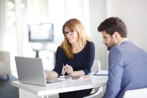 Mit einem Aufhebungsvertrag ein Arbeitsverhältnis lösen: Muster helfen dabei, keine wichtigen Punkte zu vergessen.