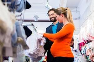 Sind Sie schwanger, sieht das Arbeitsrecht Besonderheiten für Kündigung und Tätigkeit vor.