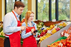 Profitable Arbeit durch Tarifgehalt: Auch im Einzelhandel können Arbeitnehmer einen Anspruch darauf besitzen.