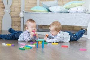 Babysitter-Jobs für Schüler sind besonders beliebt.