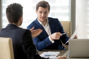 Fragen im Bewerbungsgespräch: Die Schwächen und Stärken des Bewerbers sind ein beliebtes Thema.