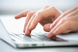 Online-Bewerbung: Ein Lebenslauf gehört auch dazu, wenn Sie sich online bewerben.
