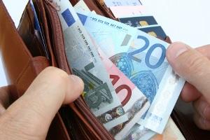 450 Euro: Als Aushilfe steht Ihnen selbstverständlich auch eine angemessene Vergütung pro Monat zu.