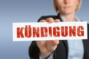 Auch bei einem Nebenjob als Aushilfe gelten die gesetzlichen Kündigungsfristen.