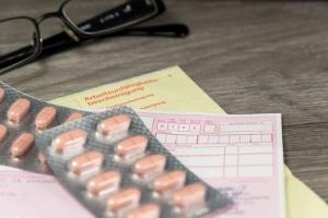 Um Krankengeld von der Krankenkasse zu erhalten, brauchen Sie eine Arbeitsunfähigkeitsbescheiniung von Ihrem Arzt.