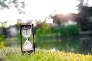 Wie lange darf bei der Zeitarbeit die Agentur einen Zeitarbeitnehmer an andere Firmen verleihen?