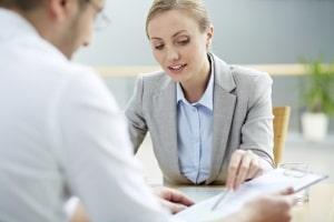 Ein Mitarbeitergespräch sogt meist für Unbehaglichkeit, sollte aber als Chance wahrgenommen werden.