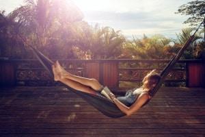 Darf man im Urlaub arbeiten? Es gibt - wie so oft - keine pauschale Regelung.