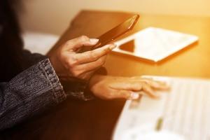 Ist ein Handyverbot am Arbeitsplatz rechtens?